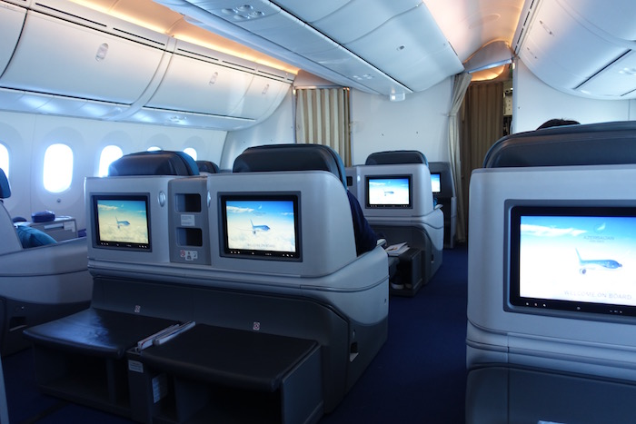 azerbaijan-airlines-business-class-787-39
