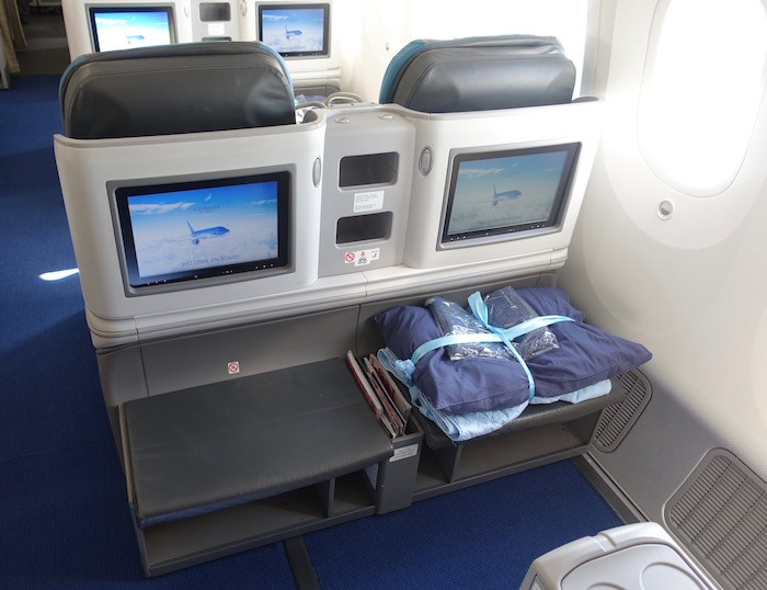 azerbaijan-airlines-business-class-787-4