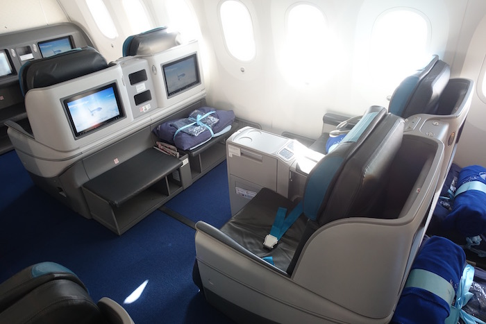 azerbaijan-airlines-business-class-787-7