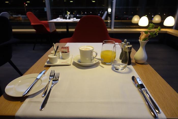 swiss-first-class-lounge-zurich-34