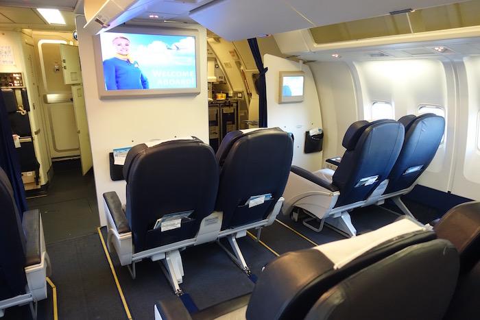 Review Ukraine International Airlines Business Class 767