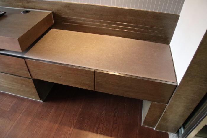 The Mira desk 5