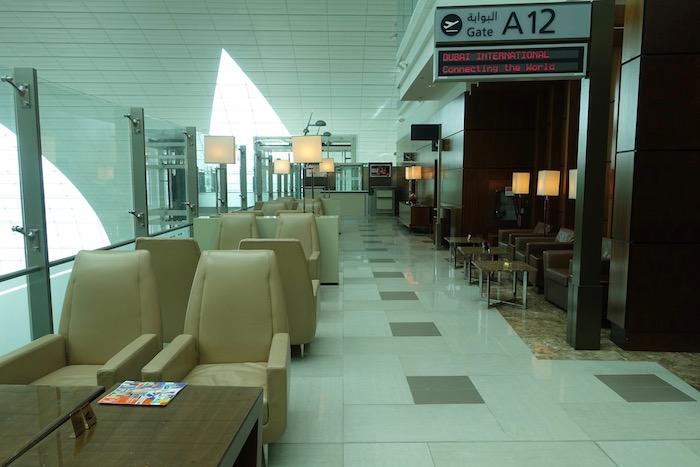 emirates-business-class-lounge-dubai-16