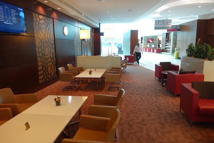 emirates-business-class-lounge-dubai-18