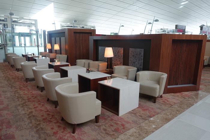 emirates-business-class-lounge-dubai-22