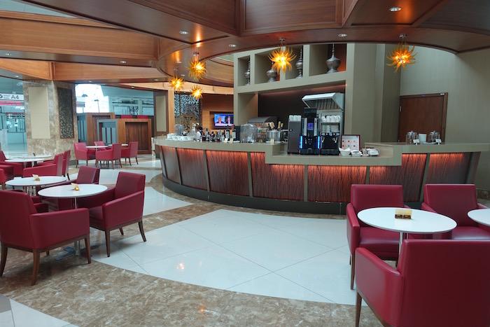 emirates-business-class-lounge-dubai-24