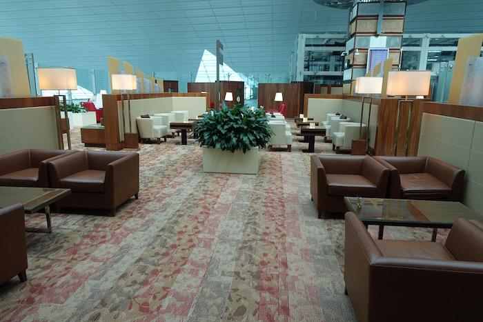 emirates-business-class-lounge-dubai-27