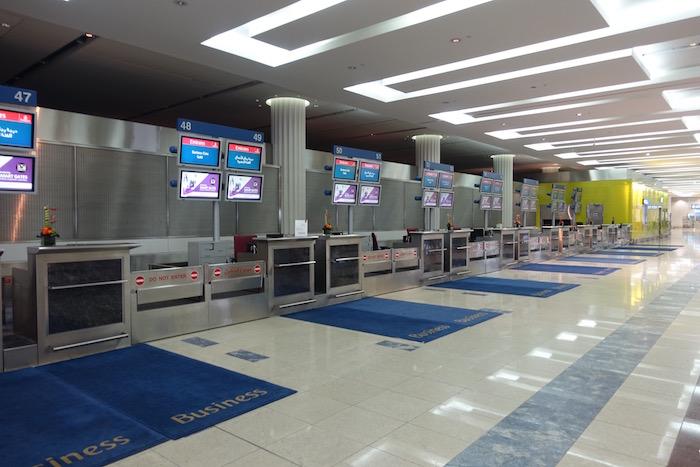 emirates-business-class-lounge-dubai-3
