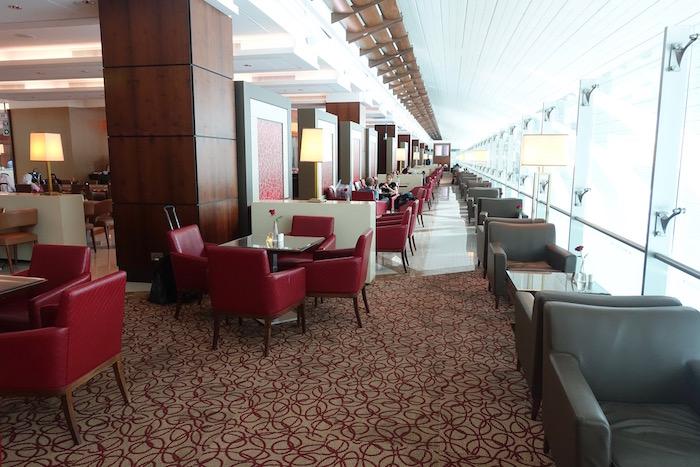 emirates-business-class-lounge-dubai-30