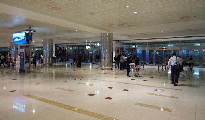 emirates-business-class-lounge-dubai-4