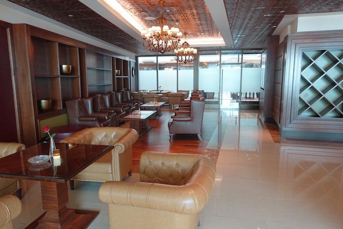 emirates-business-class-lounge-dubai-51
