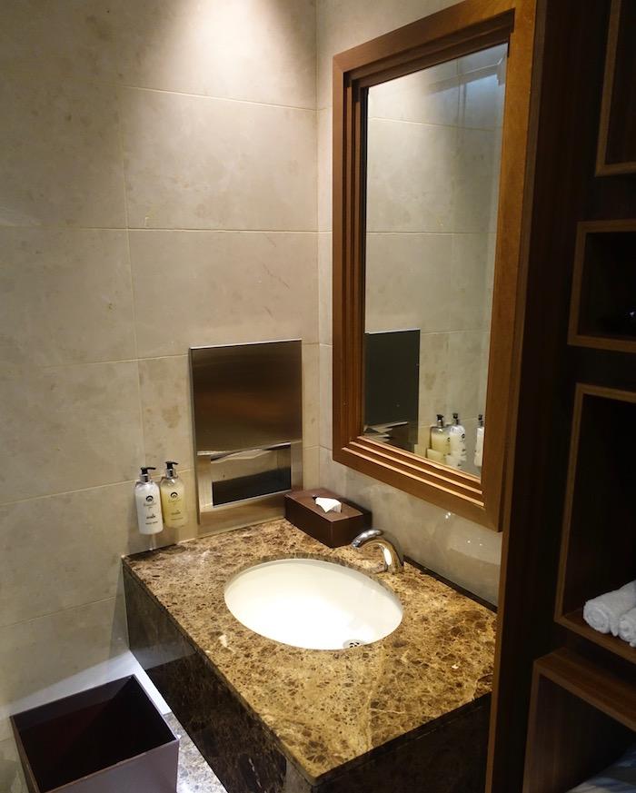 emirates-business-class-lounge-dubai-53