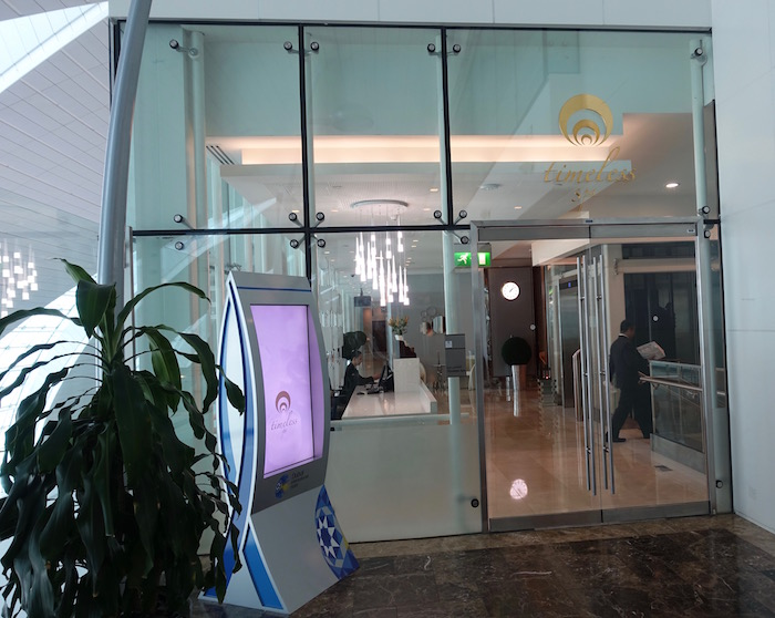 emirates-business-class-lounge-dubai-57