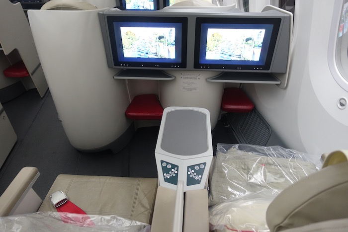 royal-jordanian-business-class-787-11