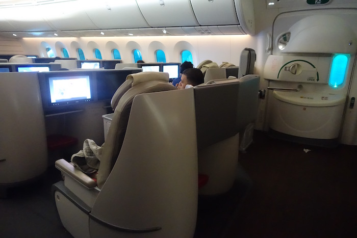royal-jordanian-business-class-787-58