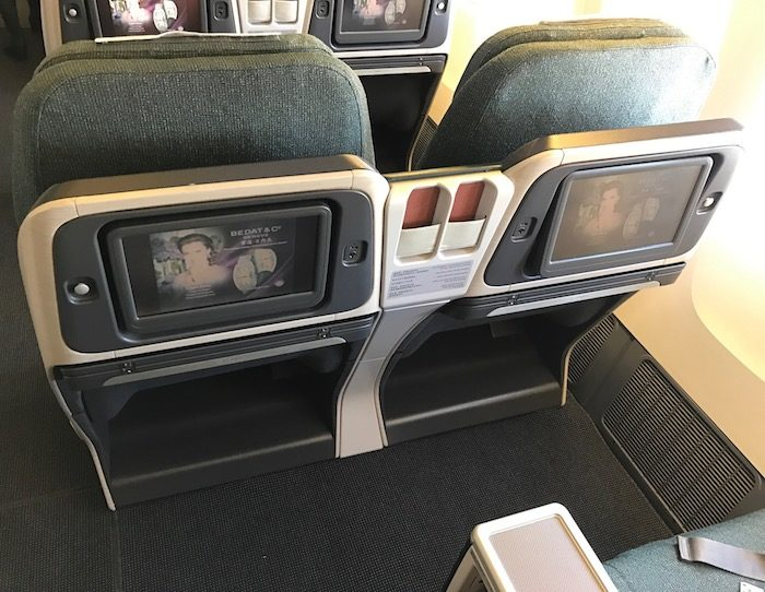Cathay-Pacific-777-Business-Class - 4