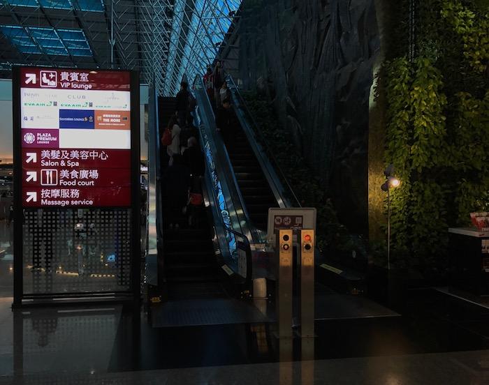 EVA-Air-Lounge-Taipei-Airport - 1