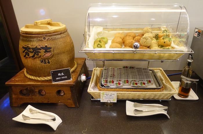 EVA-Air-Lounge-Taipei-Airport - 49