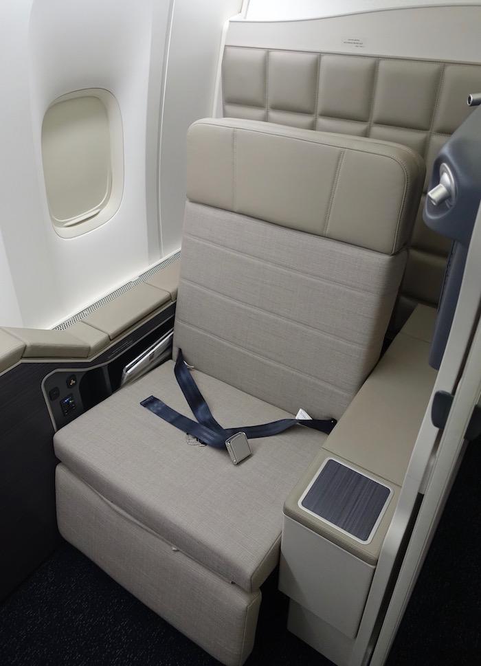 Kuwait-Airways-777-Business-Class - 13