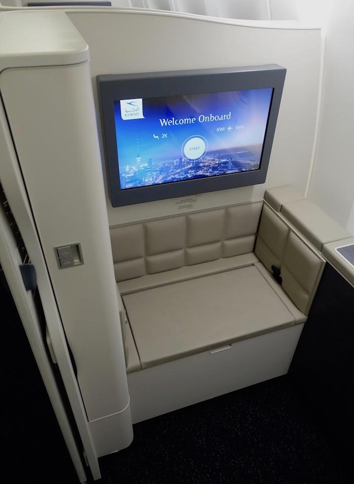 Kuwait-Airways-777-Business-Class - 14