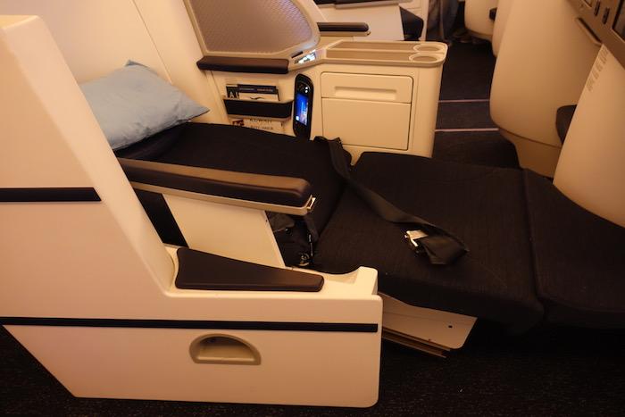 Kuwait-Airways-Business-Class-777 - 28