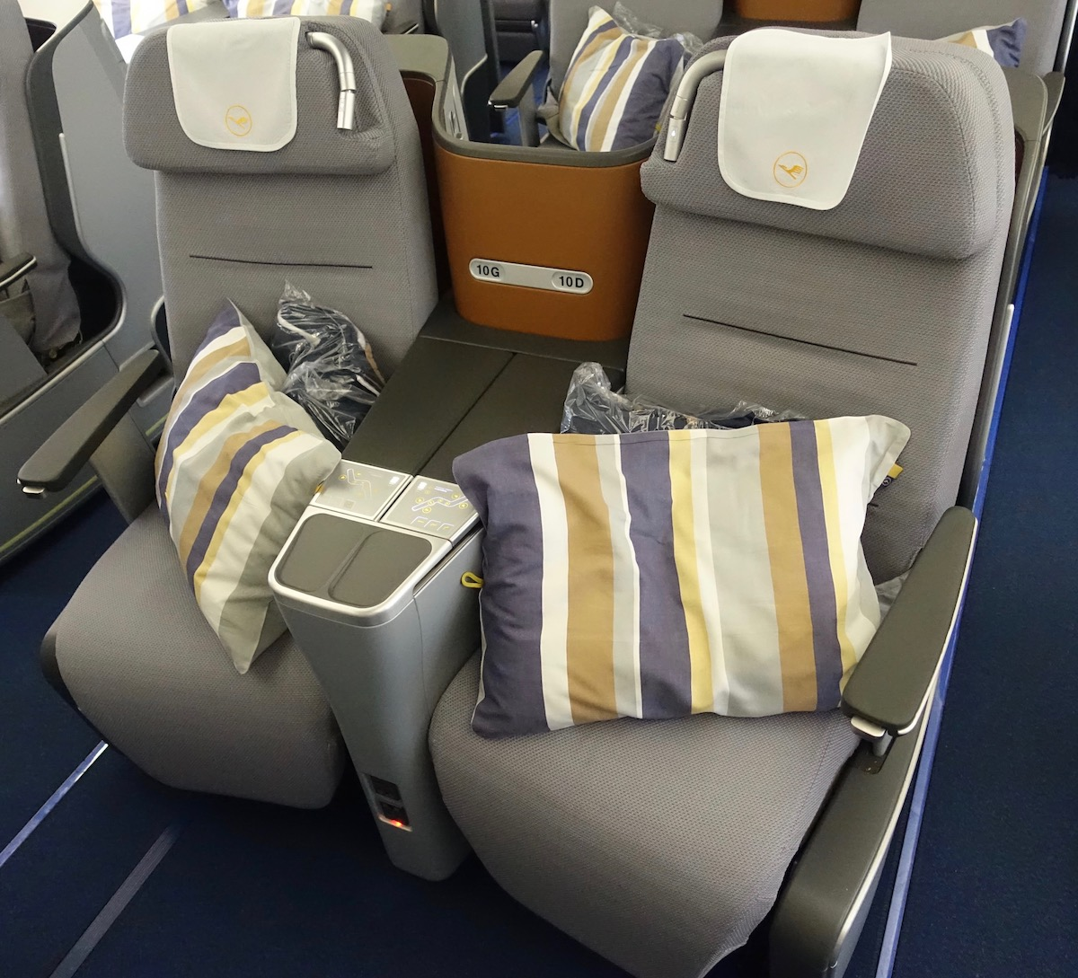 lufthansa a330 business class better but still not good one mile at a time. Black Bedroom Furniture Sets. Home Design Ideas