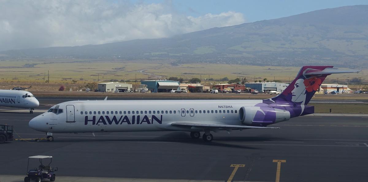 42689b5e93 Review  Hawaiian Airlines First Class 717 Maui To Honolulu - One ...
