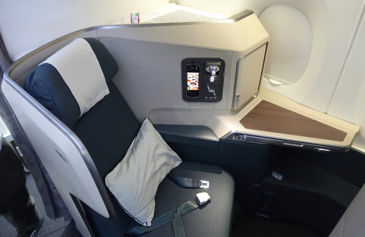 cathay pacific new business class interior classes The differences between this seat and the previous one were surprisingly  obvious. In addition to an all around more updated look, the seat had an  ottoman ...