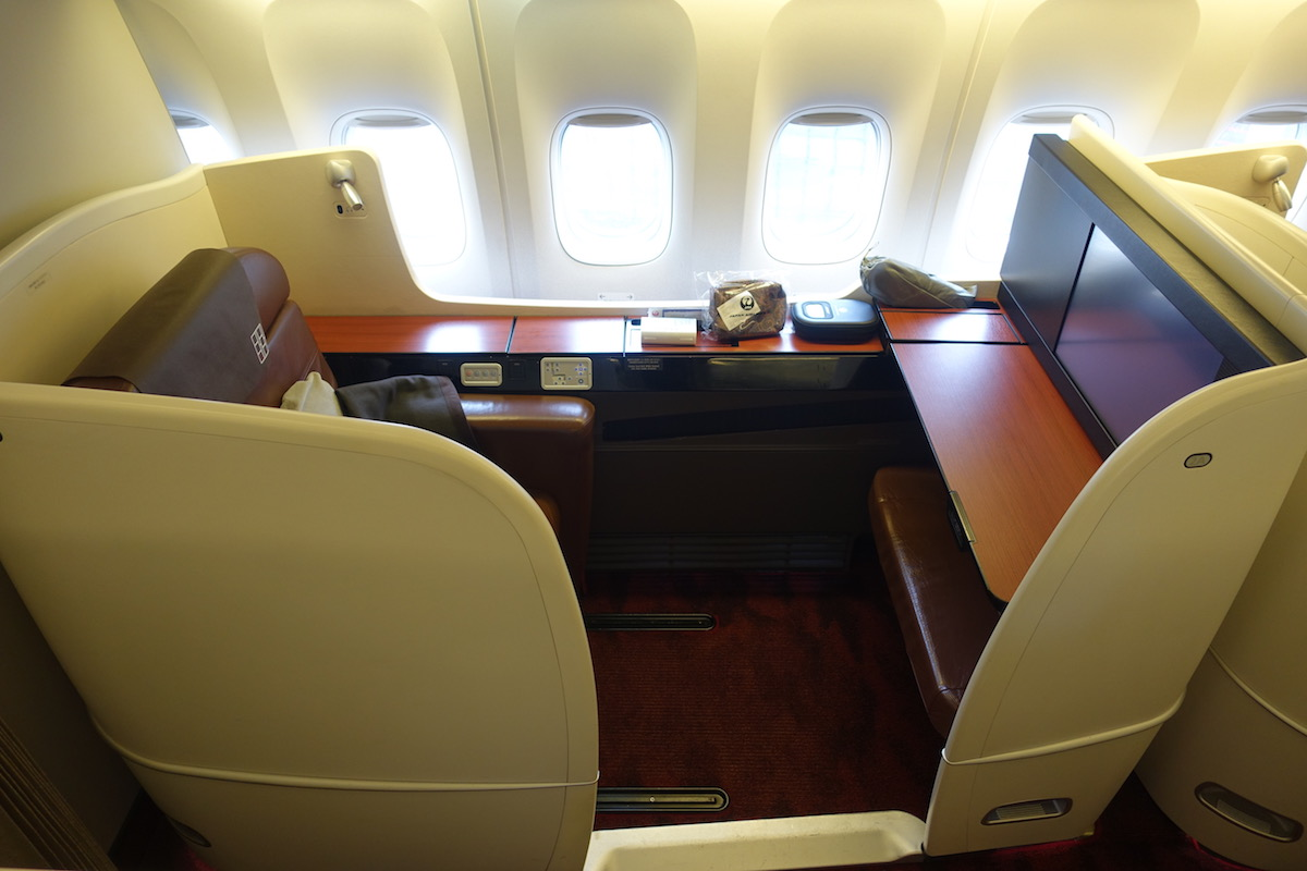Knowledgeable Qatar Airways First Class Pjs Transportation Collectables