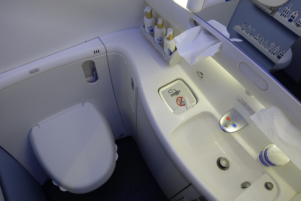 Review Of KLM's 787-9 Business Class 55