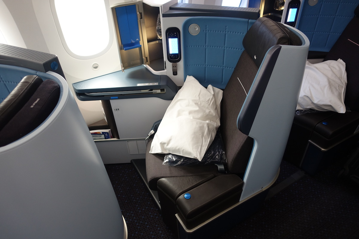 Review Of KLM's 787-9 Business Class 4