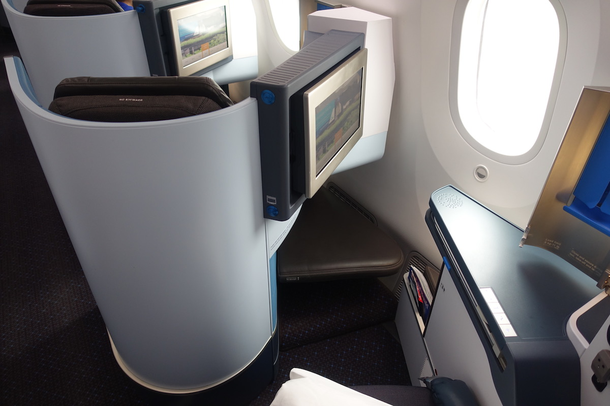 Review Of KLM's 787-9 Business Class 6