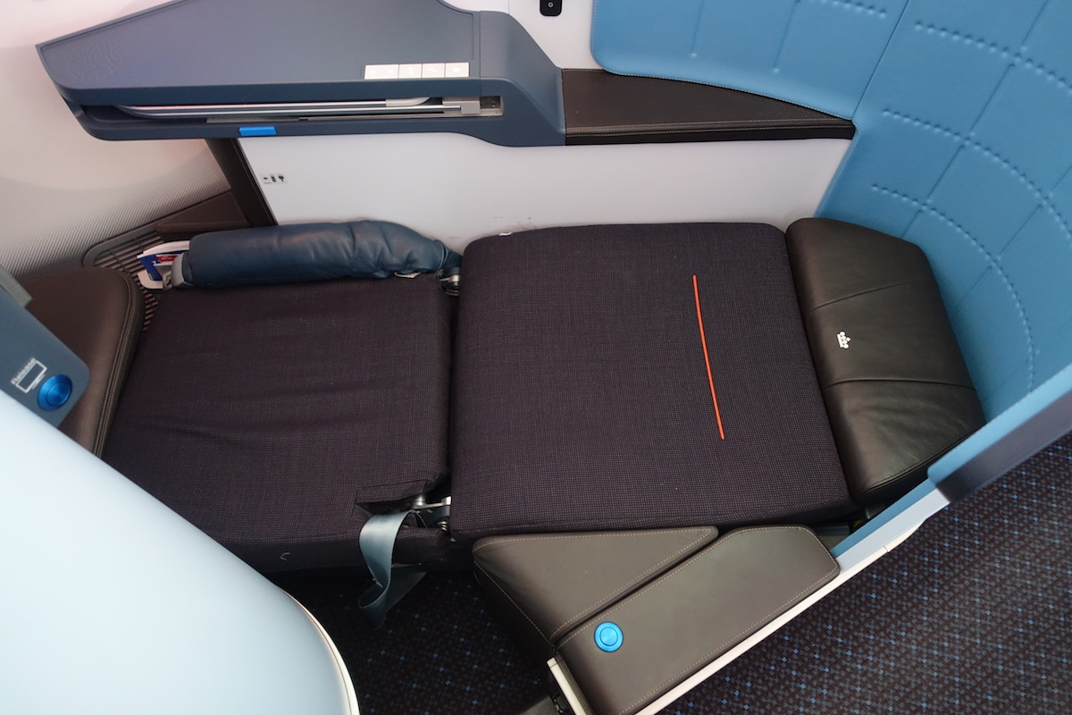 Review Of KLM's 787-9 Business Class 57