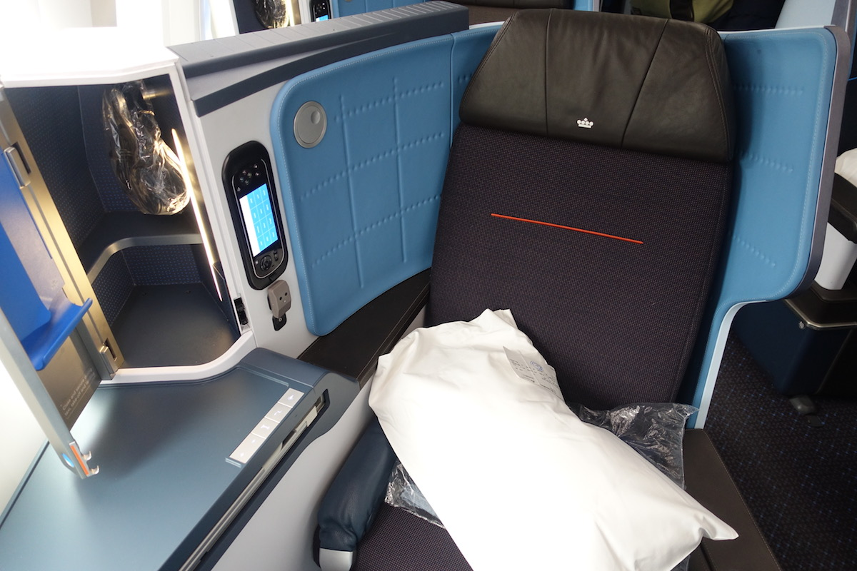 Review Of KLM's 787-9 Business Class 5