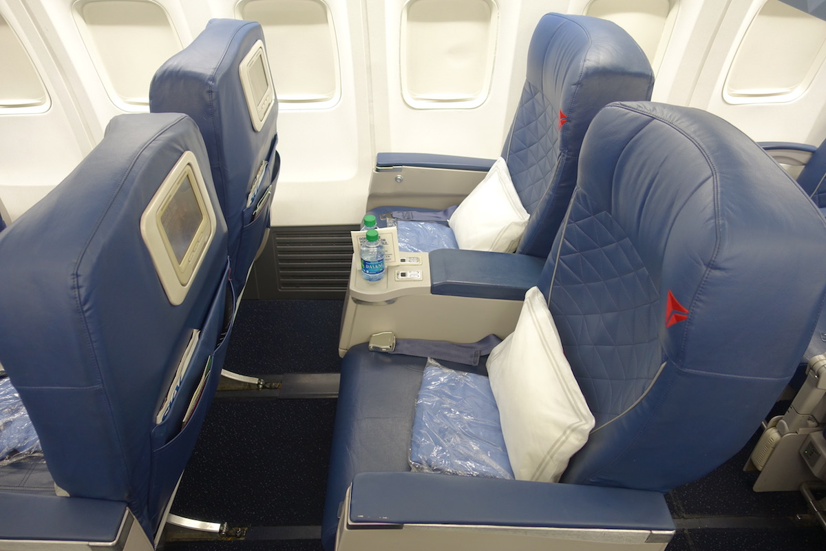 Review Delta Air Lines 737 First Class