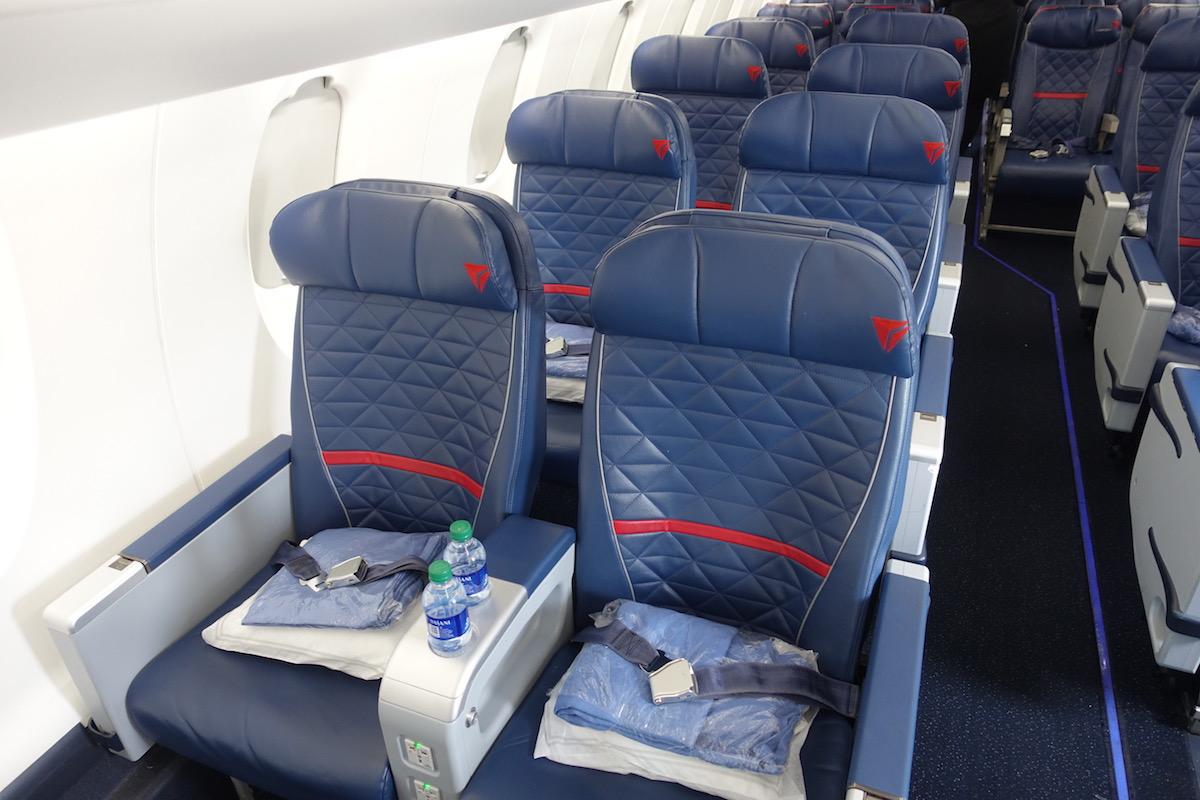 Delta First Class CRJ 900 5