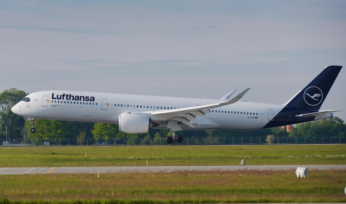 Lufthansa A350 Landing