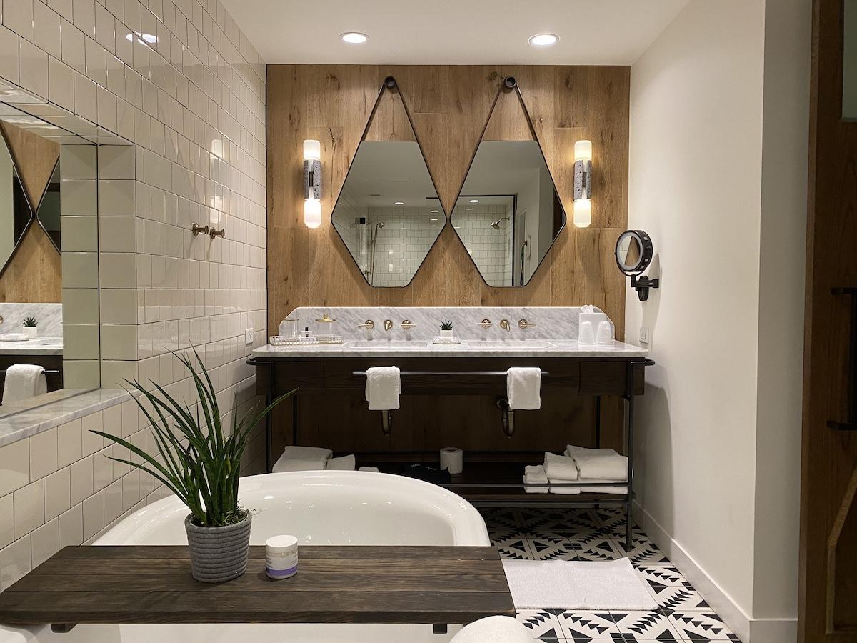 Thompson Nashville Suite Bathroom